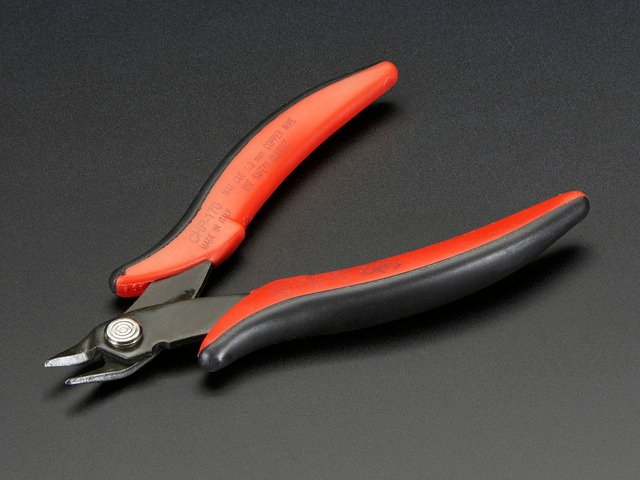 Flush diagonal cutters