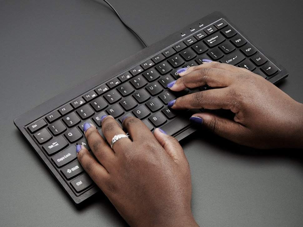 Mini Chiclet Keyboard - USB Wire. Black colored, in use