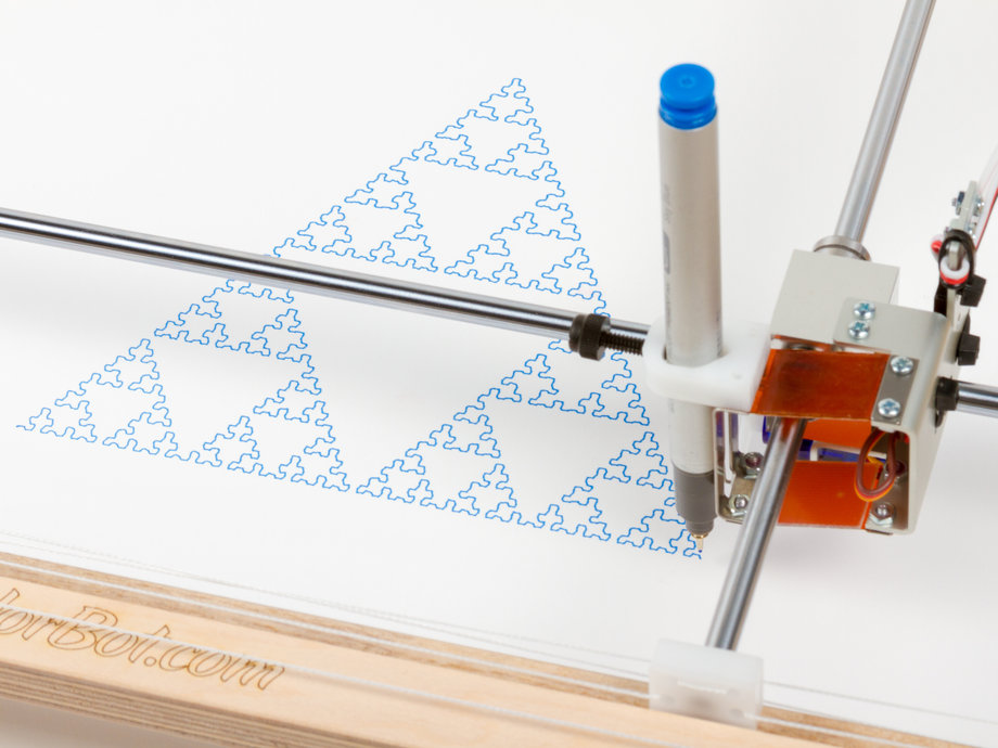 Robot drawing a sirpinski triangle