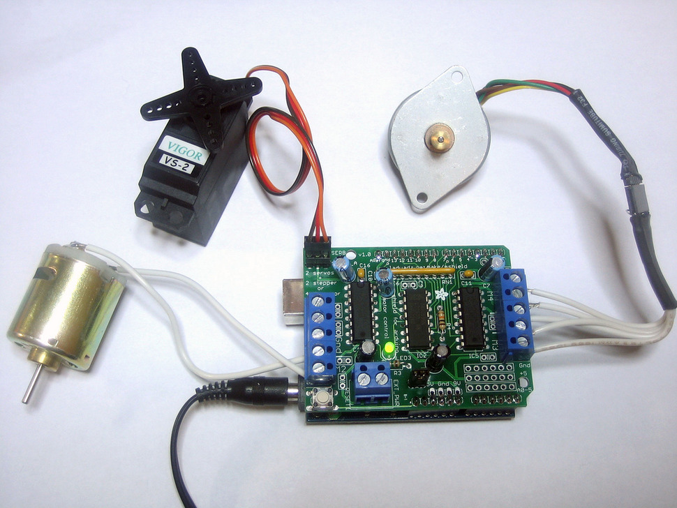 Adafruit Motor/Stepper/Servo Shield for Arduino kit - v1.2
