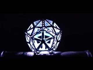Flashing and pulsing dodecahedron-like shape of light